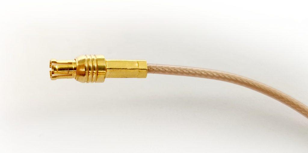 Micro-Koax Kabel mit angecrimpten vergoldetem Steckverbinder