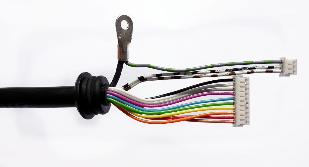 Kabelkonfektion mit Umspritzung und JST Steckverbinder
