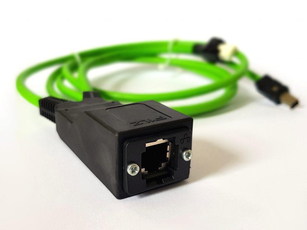 Y-Abzweig mit umspritzter Leiterplatte und konfektionierte Steckverbinder